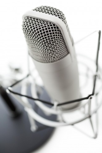 Studio microphone for recording podcasts on a white background.
